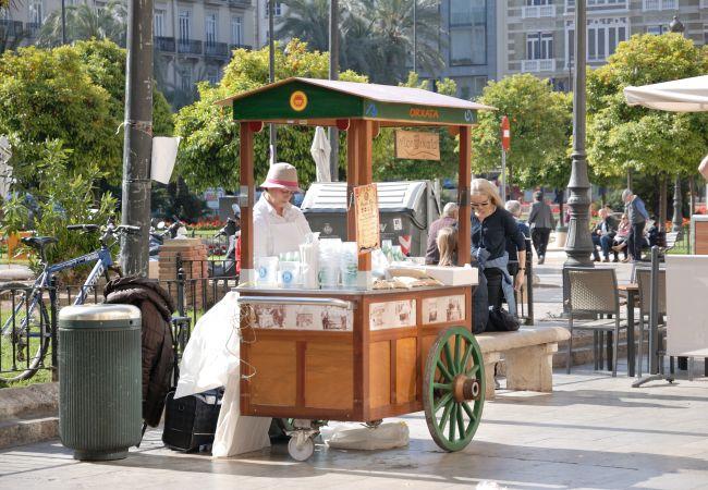 Commercial space in Valencia - Local comercial para convertir turístico.